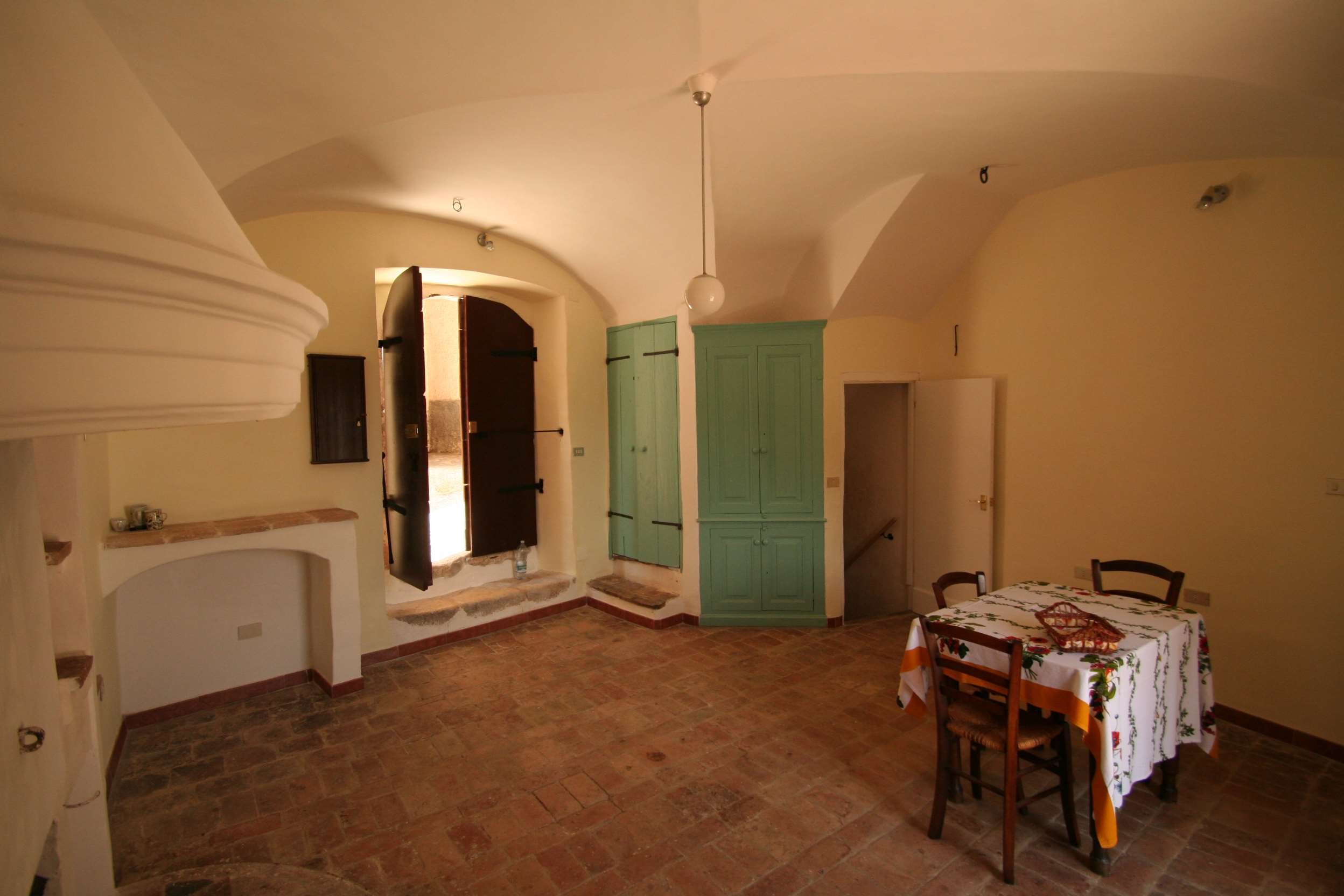 Living room with entrance from the street